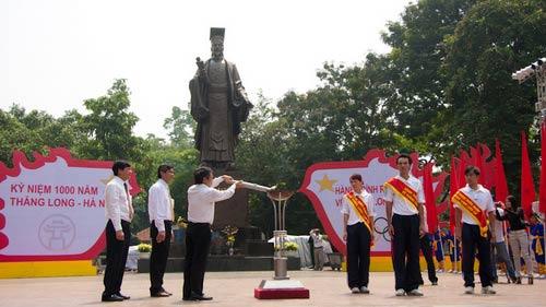 Rước đuốc từ Hoa Lư về Thăng Long - 2