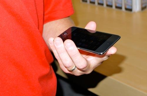Ra mắt bộ 3 iPod thế hệ thứ 4 - 2