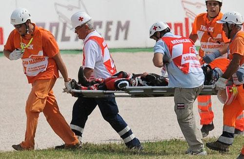 Sốc: Thảm kịch chết người tại đường đua Moto GP (Kèm video) - 1