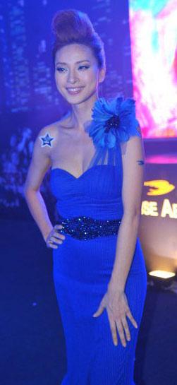 Ngô Thanh Vân xanh ngắt bên Đoan Trang sexy - 1