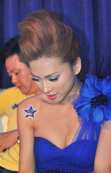Ngô Thanh Vân xanh ngắt bên Đoan Trang sexy - 2