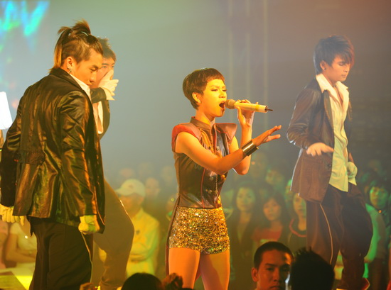 """Ngô Thanh Vân nhảy cực """"bốc"""" cùng vũ điệu ánh sáng - 5"""