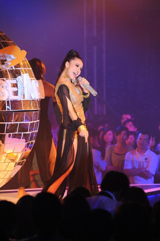 """Ngô Thanh Vân nhảy cực """"bốc"""" cùng vũ điệu ánh sáng - 8"""
