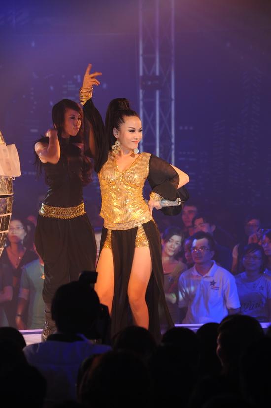 """Ngô Thanh Vân nhảy cực """"bốc"""" cùng vũ điệu ánh sáng - 9"""