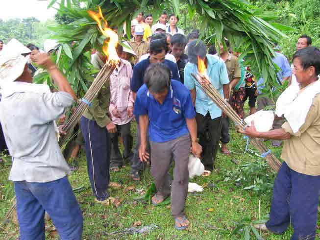 Những vụ tự tử lạ nhất Việt Nam - 1