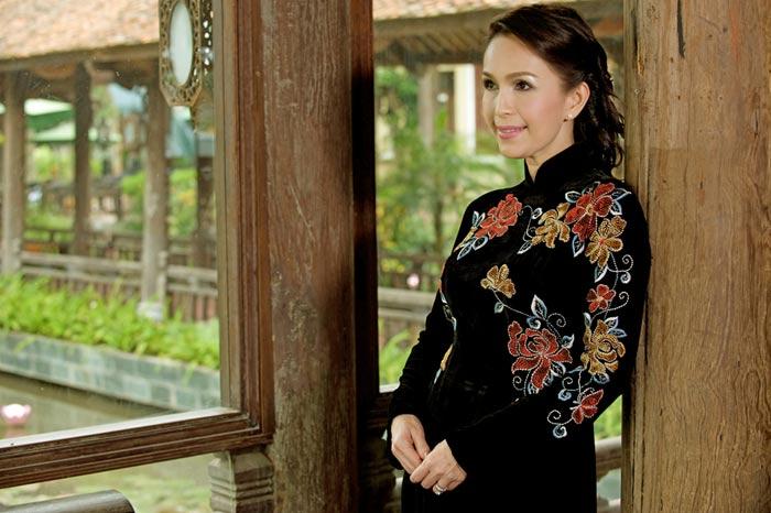 Diễm My và Lê Khanh mặc áo dài mừng đại lễ - 7