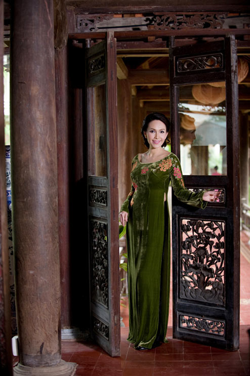 Diễm My và Lê Khanh mặc áo dài mừng đại lễ - 9