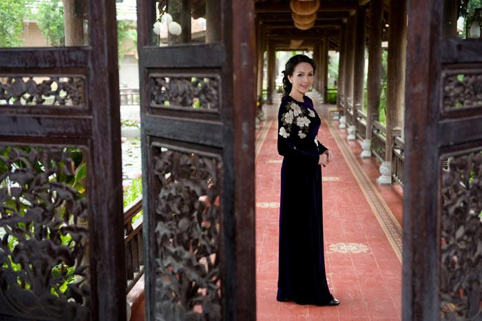 Diễm My và Lê Khanh mặc áo dài mừng đại lễ - 11