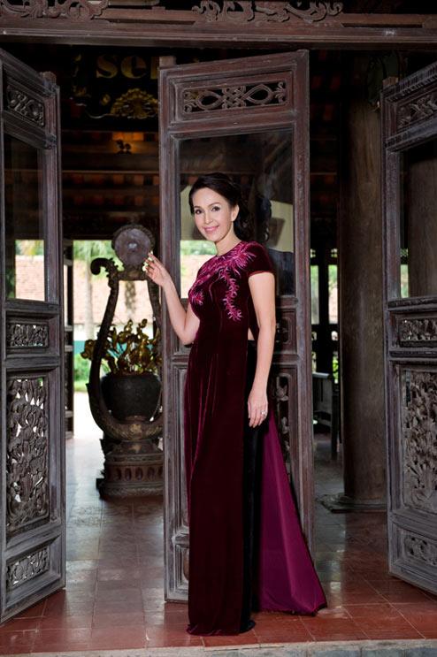 Diễm My và Lê Khanh mặc áo dài mừng đại lễ - 13