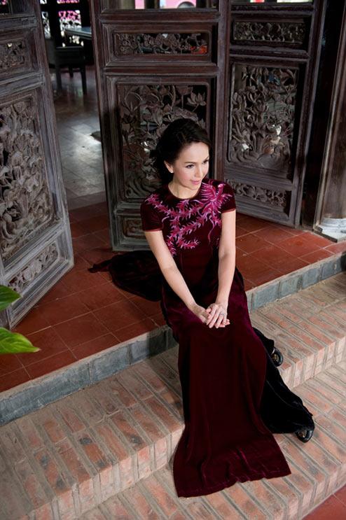 Diễm My và Lê Khanh mặc áo dài mừng đại lễ - 14