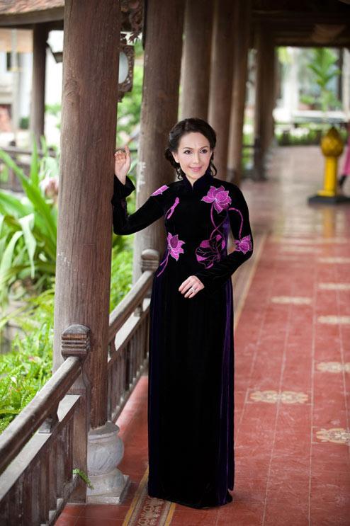 Diễm My và Lê Khanh mặc áo dài mừng đại lễ - 17