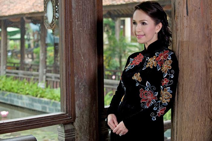 Diễm My và Lê Khanh mặc áo dài mừng đại lễ - 19