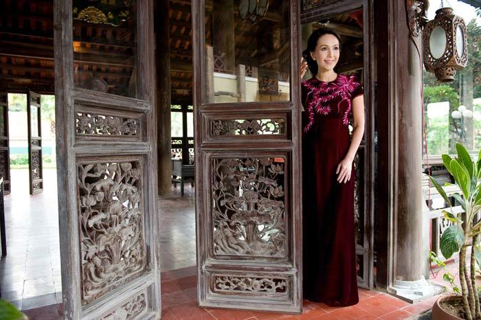 Diễm My và Lê Khanh mặc áo dài mừng đại lễ - 15