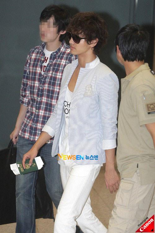 Thời trang độc của sao Hàn tại sân bay - 4