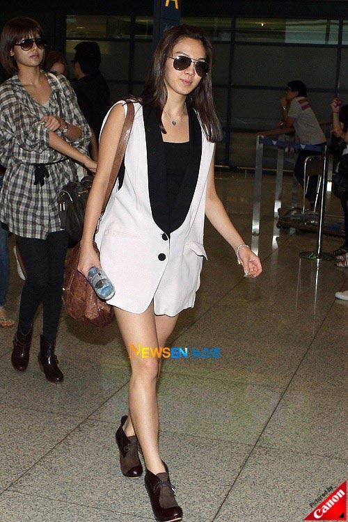 Thời trang độc của sao Hàn tại sân bay - 15