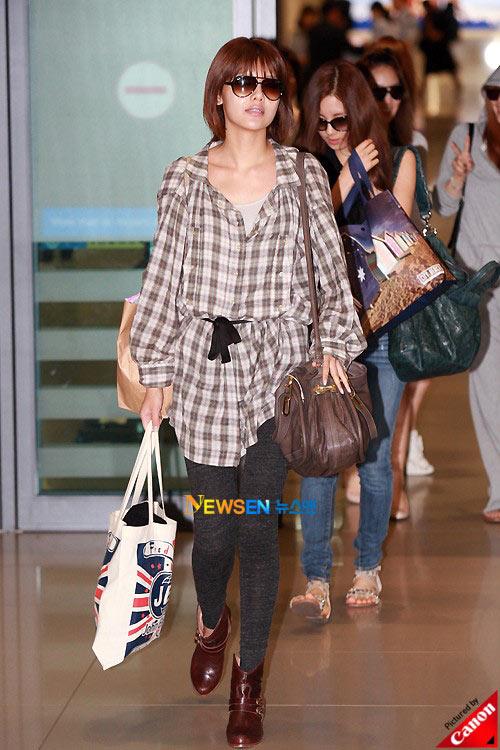 Thời trang độc của sao Hàn tại sân bay - 18