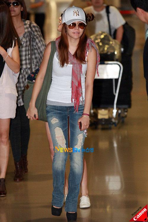 Thời trang độc của sao Hàn tại sân bay - 17