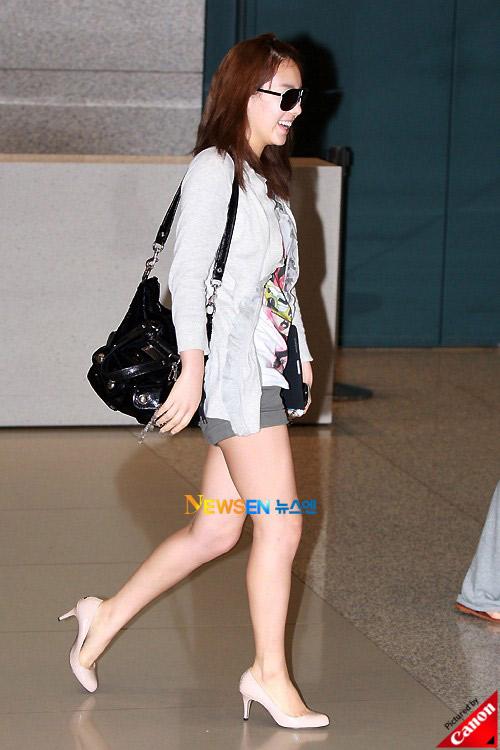 Thời trang độc của sao Hàn tại sân bay - 10