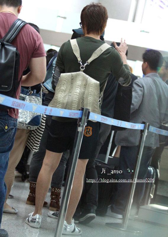 Thời trang độc của sao Hàn tại sân bay - 7