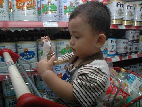Giá sữa ngoại bị thao túng ! - 1