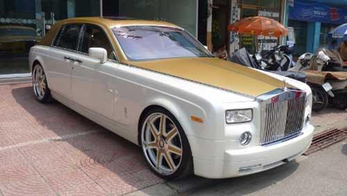 Siêu xe Rolls-Royce Phantom có màu lạ tại Hà Nội - 3