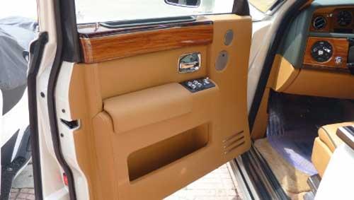 Siêu xe Rolls-Royce Phantom có màu lạ tại Hà Nội - 4