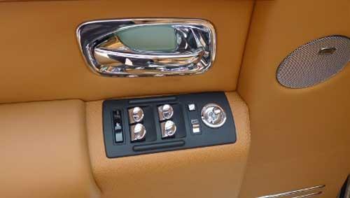 Siêu xe Rolls-Royce Phantom có màu lạ tại Hà Nội - 5