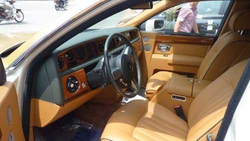 Siêu xe Rolls-Royce Phantom có màu lạ tại Hà Nội - 6