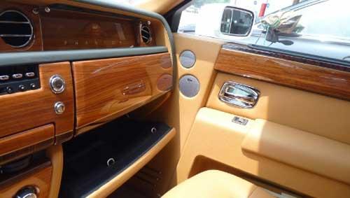 Siêu xe Rolls-Royce Phantom có màu lạ tại Hà Nội - 13
