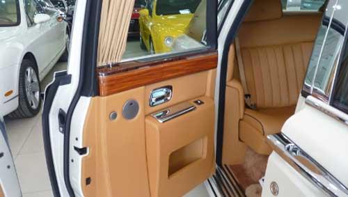 Siêu xe Rolls-Royce Phantom có màu lạ tại Hà Nội - 14