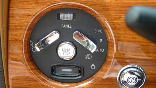 Siêu xe Rolls-Royce Phantom có màu lạ tại Hà Nội - 9