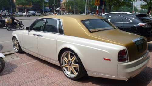 Siêu xe Rolls-Royce Phantom có màu lạ tại Hà Nội - 19