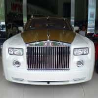 Siêu xe Rolls-Royce Phantom có màu lạ tại Hà Nội