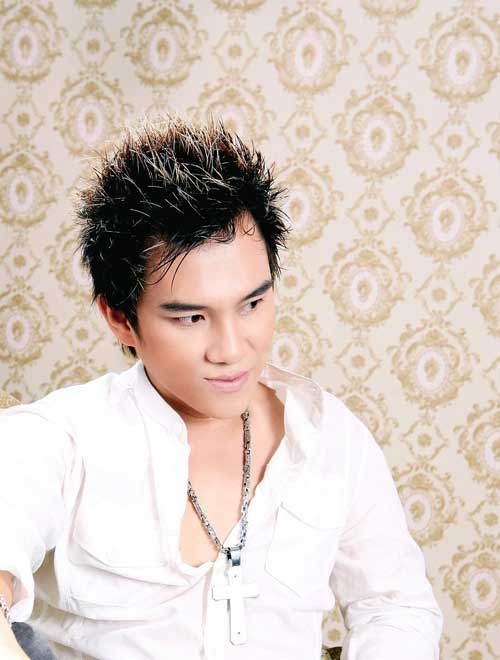 Lâm Chấn Huy bật khóc trên sân khấu - 4