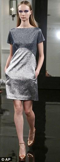 Vic 'đại náo' ở tuần lễ thời trang New York - 2