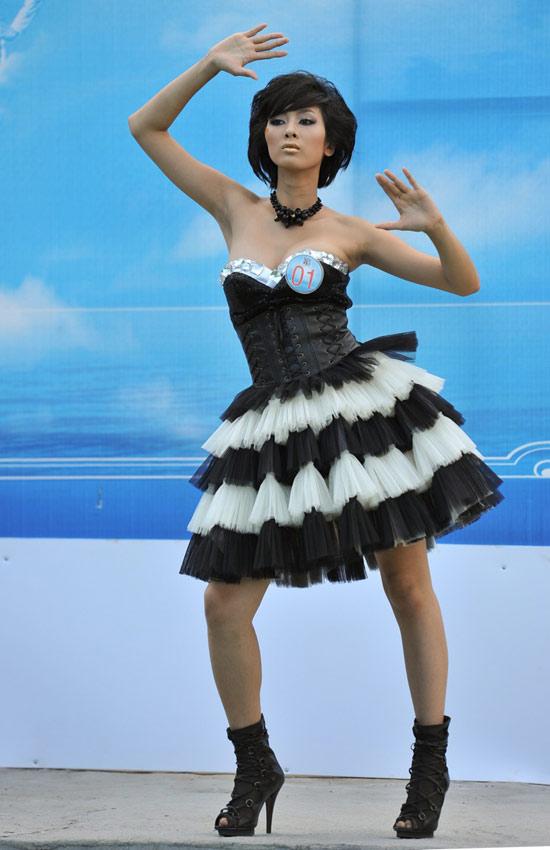 Siêu mẫu 2010 bắt đầu tranh tài - 14