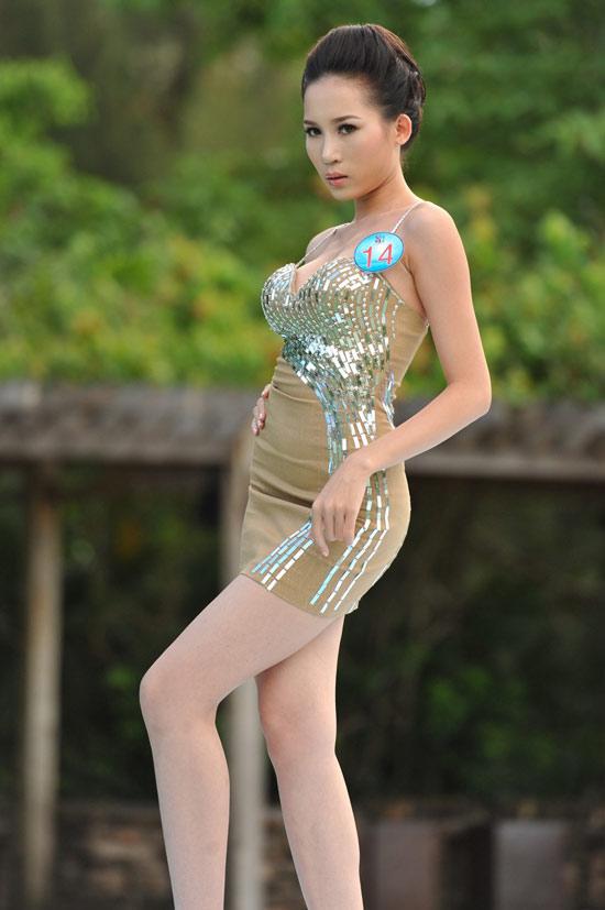 Siêu mẫu 2010 bắt đầu tranh tài - 10