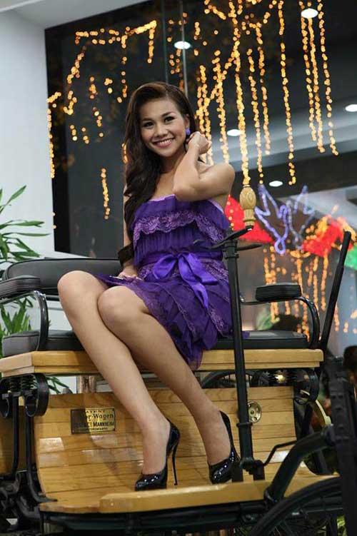 Siêu mẫu Thanh Hằng khoe dáng bên xe cổ - 7