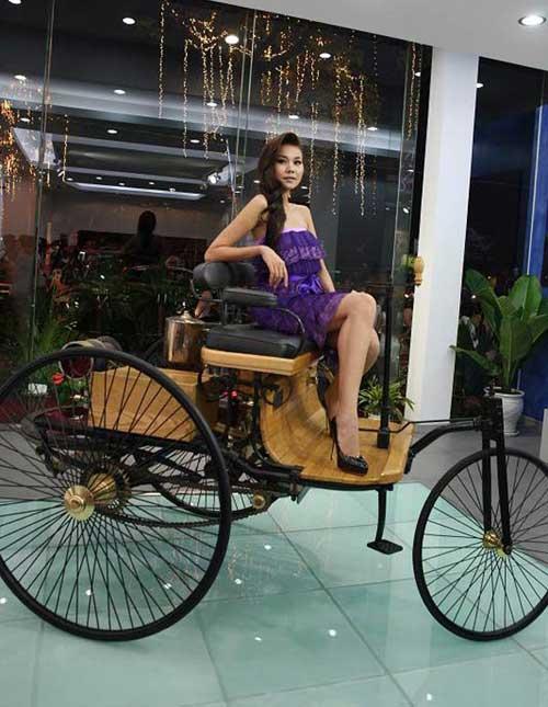 Siêu mẫu Thanh Hằng khoe dáng bên xe cổ - 8
