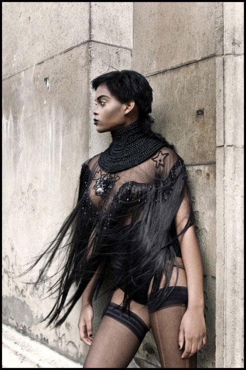 Show thời trang khỏa thân kỳ dị gây bức xúc - 12