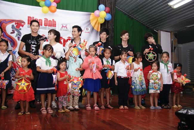 Trung thu ý nghĩa của Đoan Trang và Diễm My - 13