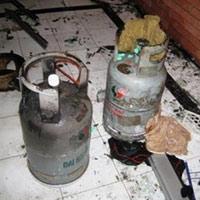 Nổ bình gas thiêu rụi 5 căn nhà
