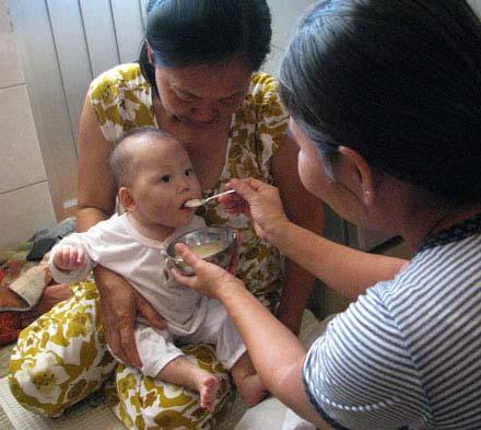 Hình ảnh về bé 9 tháng tuổi bị hành hạ dã man - 4