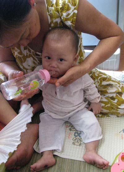 Hình ảnh về bé 9 tháng tuổi bị hành hạ dã man - 5