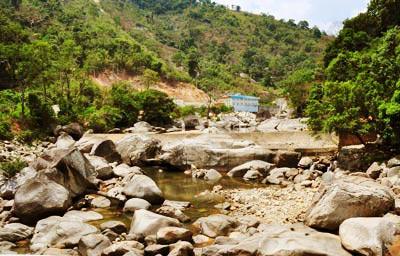 Suối cạn, sông khô vì... thủy điện - 1