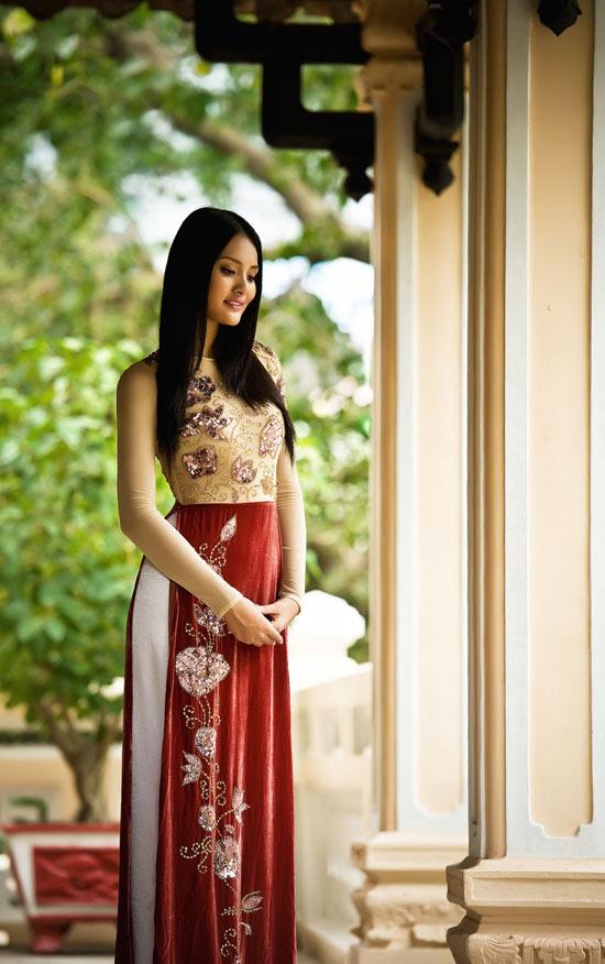 """Thúy Hạnh """"đụng"""" áo Hoa hậu Hương Giang - 12"""