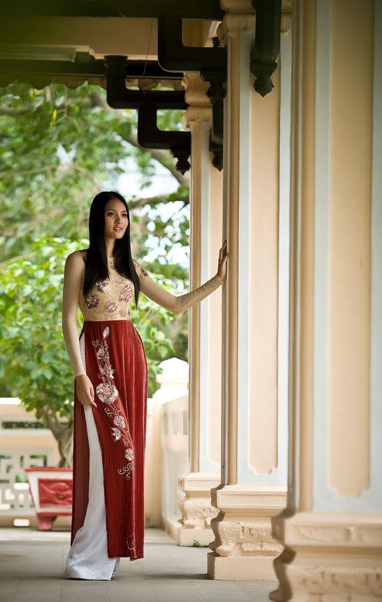 """Thúy Hạnh """"đụng"""" áo Hoa hậu Hương Giang - 13"""