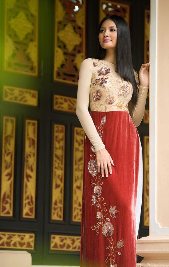 """Thúy Hạnh """"đụng"""" áo Hoa hậu Hương Giang - 15"""