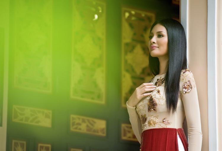"""Thúy Hạnh """"đụng"""" áo Hoa hậu Hương Giang - 17"""