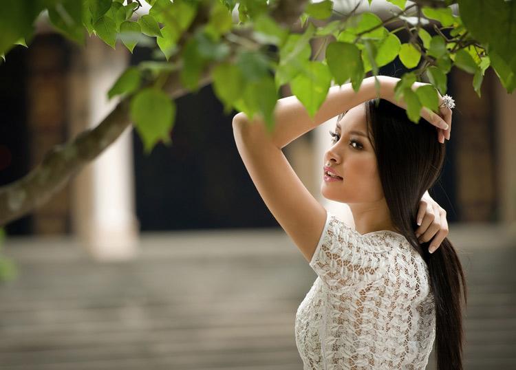 """Thúy Hạnh """"đụng"""" áo Hoa hậu Hương Giang - 10"""